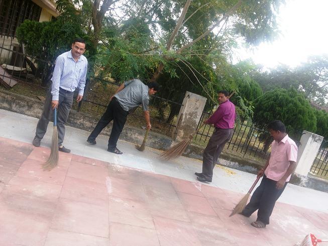 स्वच्छ भारत अभियान नीपको, कोलकाता कार्यालय में मनाया जा रहा है।